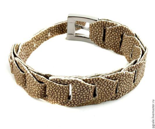 Браслет из кожи ската.Бежевый браслет. Женский браслет. Купить браслет. Подарок женщине.