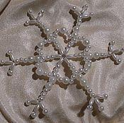 Подарки к праздникам ручной работы. Ярмарка Мастеров - ручная работа Снежинка из бусин. Handmade.