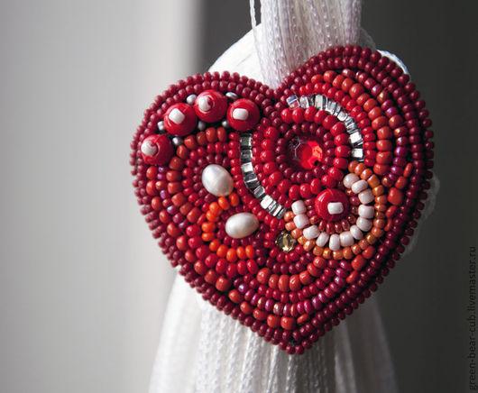 Броши ручной работы. Ярмарка Мастеров - ручная работа. Купить Вышитые сердечки. Handmade. Ярко-красный, бисер
