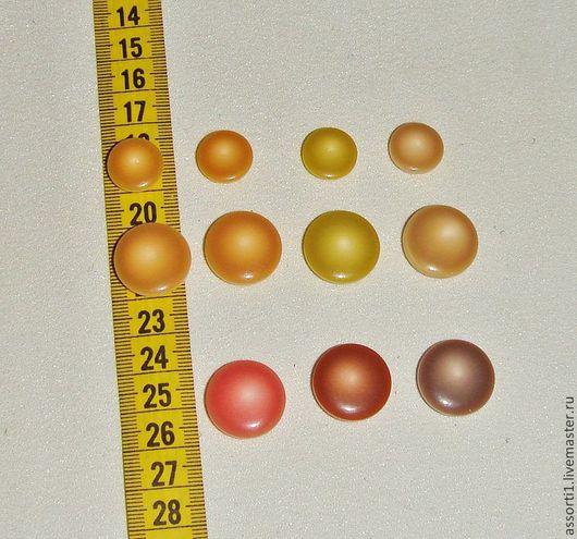 Средние и большие пуговицы по 1,3 руб./шт. и 2 руб./шт.  соответственно.