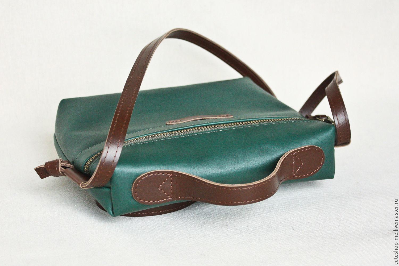 Маленькая сумка на плечевом ремне из темно-изкмрудной экокожи