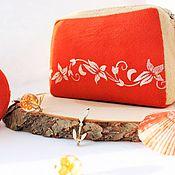 Косметички ручной работы. Ярмарка Мастеров - ручная работа Косметичка женская замшевая оранжевая с бежевым. Handmade.