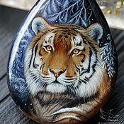 Украшения handmade. Livemaster - original item Stylish pendant Winter Tiger painted on stone lacquered miniature. Handmade.