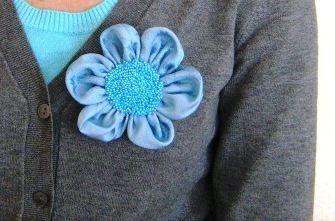 Купить брошь. Броши своими руками. Броши ручной работы. Брошь цветок  Поднебесный яркий голубой вышит бисером.OleSandra. Ярмарка мастеров.