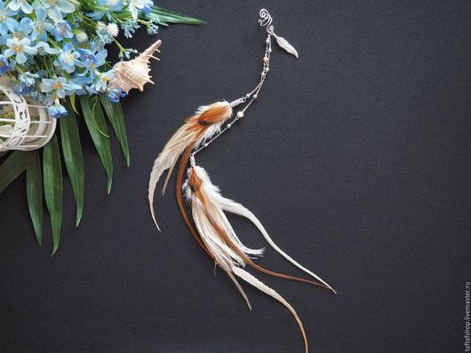 Кафф с перьями - необычное украшение в стиле бохо! Кафф ручной работы хорошо сидят на ушке. Яркие каффы с перьями предадут вашему образу интригующую изюминку и сделают ваш образ незабываемым!