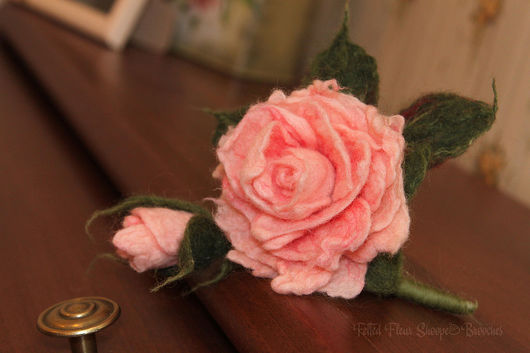 """Войлочная брошь """"Чайная роза"""" Автор: Елена Потапова"""