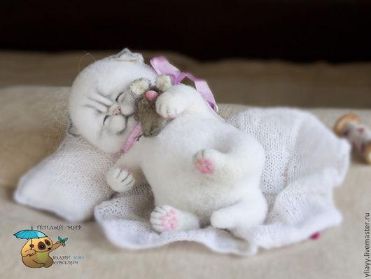 Куклы и игрушки ручной работы. Ярмарка Мастеров - ручная работа. Купить котенок Максимилиан и мышонок. Handmade. Белый, кот, мохер