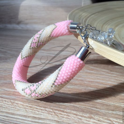 """Браслеты ручной работы. Ярмарка Мастеров - ручная работа. Купить Браслет """"Клубника со сливками"""" из японского бисера. Handmade."""