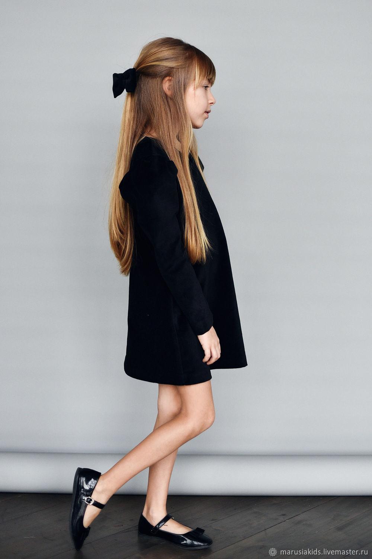 Платье из бархата черного цвета