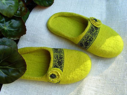 """Обувь ручной работы. Ярмарка Мастеров - ручная работа. Купить Тапочки """" Липовый цвет"""". Handmade. Желтый, тапочки войлочные"""