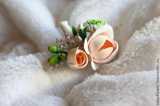 """Свадебные украшения ручной работы. Ярмарка Мастеров - ручная работа. Купить Гребень для невесты """"Фрезии"""" с жемчугом и опалитом.. Handmade."""