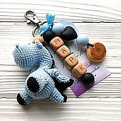 """Аксессуары handmade. Livemaster - original item Брелок """"Хранитель сокровищ"""" можжевелово-силиконовый именной. Handmade."""
