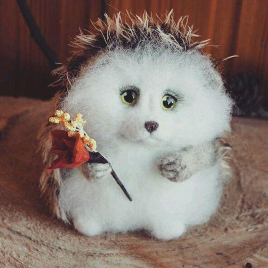 Игрушки животные, ручной работы. Ярмарка Мастеров - ручная работа. Купить Милейший ёжик с цветочком  (игрушка из шерсти). Handmade. Ежик