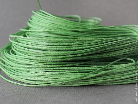 Шнур вощеный хлопок светло-зеленый Шнур плетеный из хлопка светло-зеленого цвета  с восковой пропиткой диаметром 1 мм и длиной 10 метров для сборки украшений