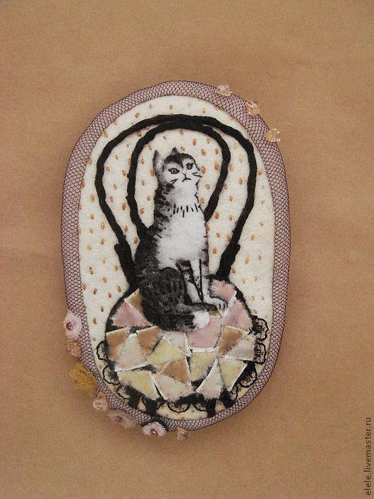 Броши ручной работы. Ярмарка Мастеров - ручная работа. Купить Брошь текстильная Кошка на венском стуле. Handmade. Кошка