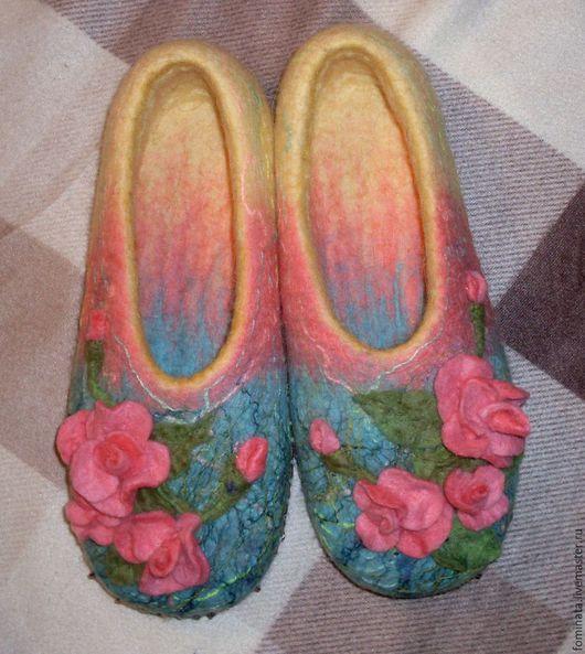 """Обувь ручной работы. Ярмарка Мастеров - ручная работа. Купить валяные тапочки """"Розовые розы"""". Handmade. Комбинированный, подарок девушке"""