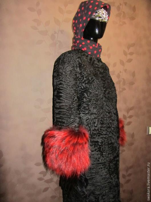 Верхняя одежда ручной работы. Ярмарка Мастеров - ручная работа. Купить Шубка из каракуля СВАКАРА в стиле ШАНЕЛь с лисой красной. Handmade.