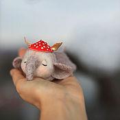 Куклы и игрушки ручной работы. Ярмарка Мастеров - ручная работа Слонёнок в мухоморной шапочке. Handmade.