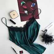 Одежда ручной работы. Ярмарка Мастеров - ручная работа Топ из шелка насыщенного изумрудного цвета с кружевом. Handmade.