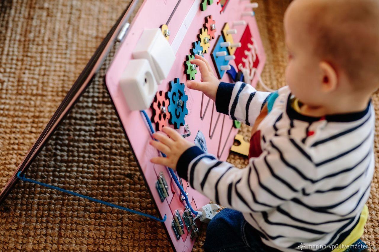 Развивающие игрушки ручной работы. Ярмарка Мастеров - ручная работа. Купить Развивающая доска Бизиборд розовый. Handmade. Развивающие игрушки