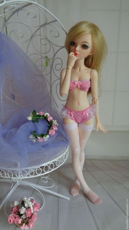 Комплект белья для куклы БЖД с реалистичной грудью.
