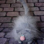 """Куклы и игрушки ручной работы. Ярмарка Мастеров - ручная работа Кот """"Хвост трубой"""" вязаная игрушка серый кот ручной работы. Handmade."""
