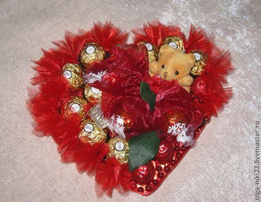 """Букеты ручной работы. Ярмарка Мастеров - ручная работа. Купить Букет из конфет """"Сердце"""". Handmade. Ярко-красный, букет из конфет"""