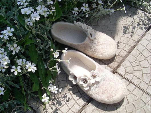 """Обувь ручной работы. Ярмарка Мастеров - ручная работа. Купить Тапочки """" Все цветы..."""". Handmade. Домашние тапочки"""