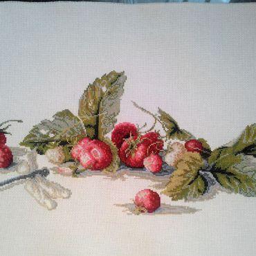 """Картины и панно ручной работы. Ярмарка Мастеров - ручная работа Вышивка """"Земляничное лето"""" серия:ягоды. Handmade."""