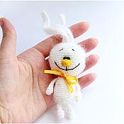 Украшения ручной работы. Ярмарка Мастеров - ручная работа Вязаная брошь - Зайка, Заяц, белый зайчик, белый заяц. Handmade.