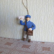 Подарки к праздникам ручной работы. Ярмарка Мастеров - ручная работа Почтальон.Елочные игрушки из ваты. Handmade.