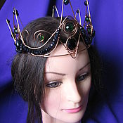 Корона ручной работы. Ярмарка Мастеров - ручная работа Корона с черными и зелеными бусинами. Handmade.