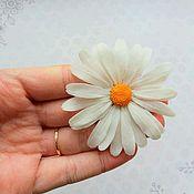 Свадебный салон ручной работы. Ярмарка Мастеров - ручная работа Шпилька с ромашкой из холодного фарфора (полимерная глина). Handmade.