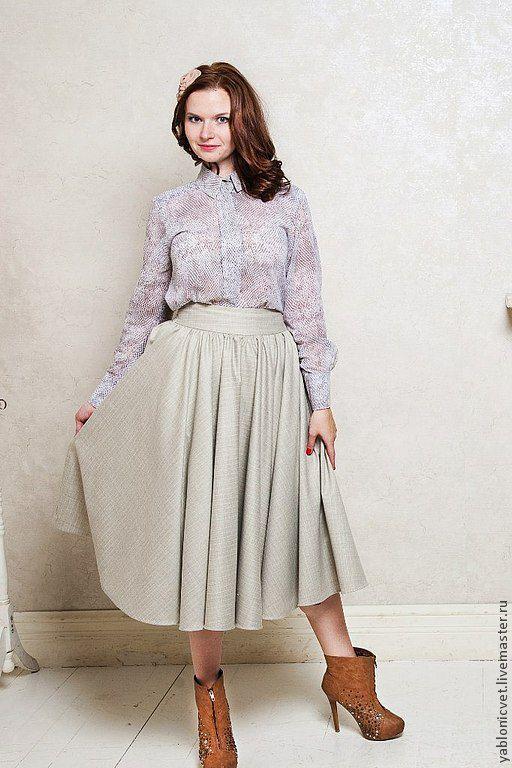 Очень женственная юбка из натуральной костюмной шерсти на подкладе из 100% хлопка. Возможна корректировка длины. И изготовление юбки в другой цветовой гамме.