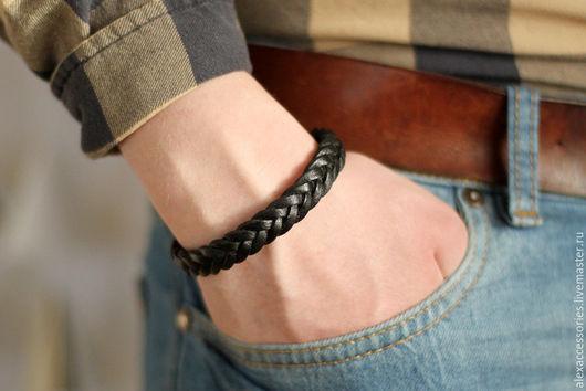 """Браслеты ручной работы. Ярмарка Мастеров - ручная работа. Купить Мужской кожаный браслет """"Косичка"""" (черный), черный кожаный браслет. Handmade."""