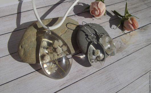 Кулоны, подвески ручной работы. Ярмарка Мастеров - ручная работа. Купить Кулон с белыми цветочками гипсофилы. Handmade.