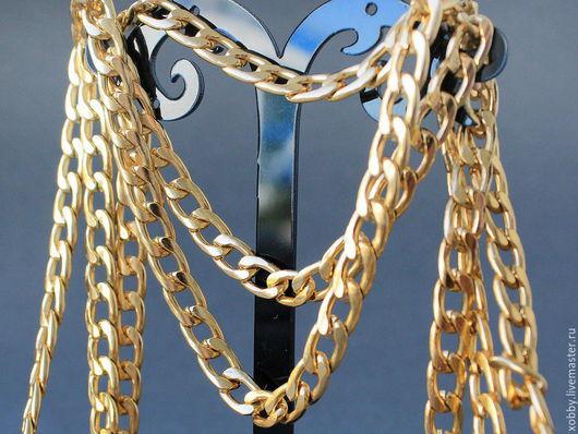Цепь золотого цвета, плетение Твист,  с плоскими звеньями овальной формы для использования в сборке украшений Цепь выполнена из алюминия с оксидированным золотым покрытием, без никеля и кадмия. Цепь