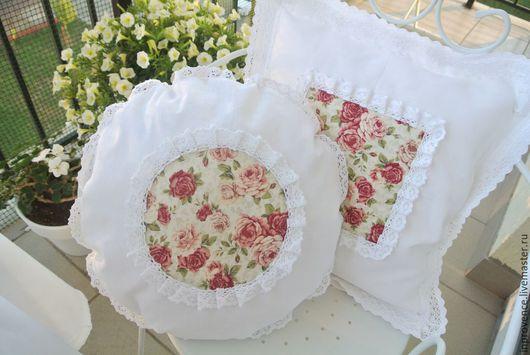 Подушки из белого льна и хб кружева с розами.Шебби шик Подушки с розами. Текстиль Шебби Шик