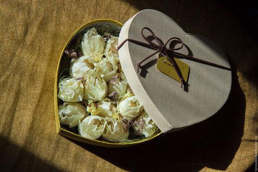 Букеты ручной работы. Ярмарка Мастеров - ручная работа. Купить Букет из конфет в коробке. Handmade. Лимонный, нежность, сухоцветы, коробка