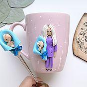 Кружки ручной работы. Ярмарка Мастеров - ручная работа Кружка с куколкой из полимерной глины ручной работы для врача по фото. Handmade.