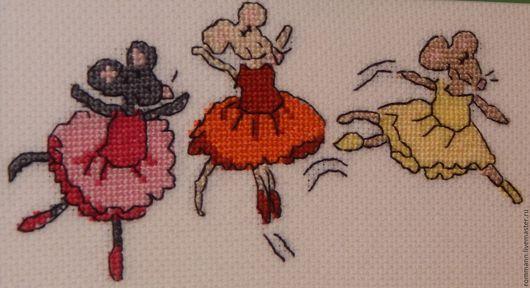 """Животные ручной работы. Ярмарка Мастеров - ручная работа. Купить Вышивка крестом """"Мышки балеринки"""". Handmade. Тёмно-зелёный, багет"""