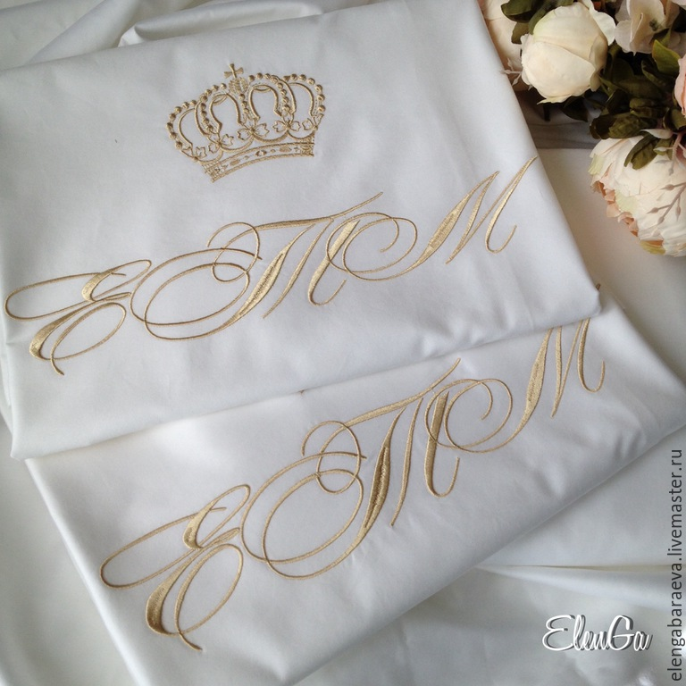 Постельное белье с вышивкой инициалами