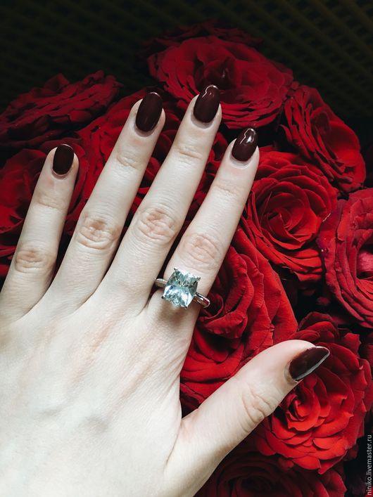 Кольцо из белого золота с аквамарином и бриллиантами