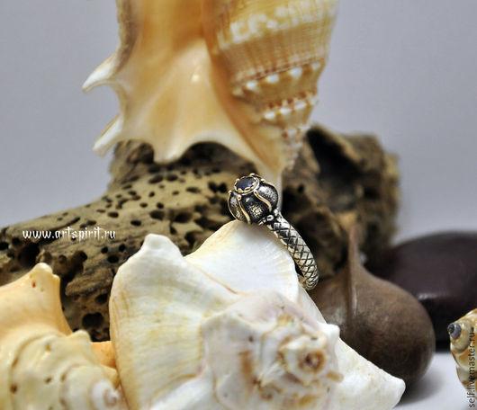 Кольца ручной работы. Ярмарка Мастеров - ручная работа. Купить Кольцо из серебра и золота с сапфиром. Handmade. Сапфир, мистика, патина