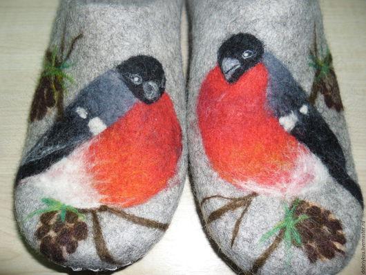 """Обувь ручной работы. Ярмарка Мастеров - ручная работа. Купить Тапки валяные """"Снегирь""""-2. Handmade. Серый, снегири рисунок"""