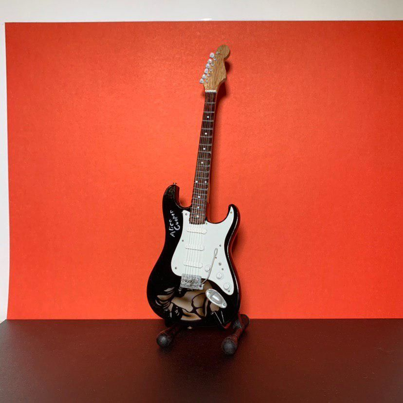 Сувенирная мини гитара Alice Cooper, Инструменты, Москва, Фото №1