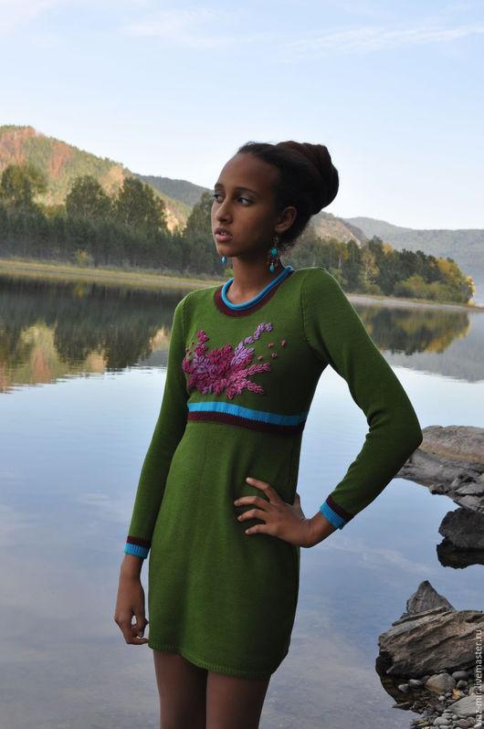 Платья ручной работы. Ярмарка Мастеров - ручная работа. Купить Платье зеленое с вышивкой. Handmade. Оливковый, платье вязаное