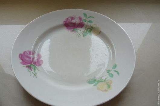 Тарелки закусочные. Диаметр 19,5 см. Всего 4 штуки. 2 тарелки, сколов, трещин нет. Цена 150 руб. штука.  На двух по кайме есть маленький скол - минус 15%.
