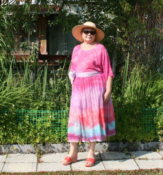 Цельнокройные рукава закрывают локти.Платье на моей фигуре 54 размера. Рост 168 см.