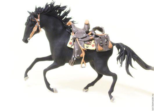 """Игрушки животные, ручной работы. Ярмарка Мастеров - ручная работа. Купить фигурка """"ковбойский вороной конь"""" (статуэтка серой ковбойской лошади). Handmade."""